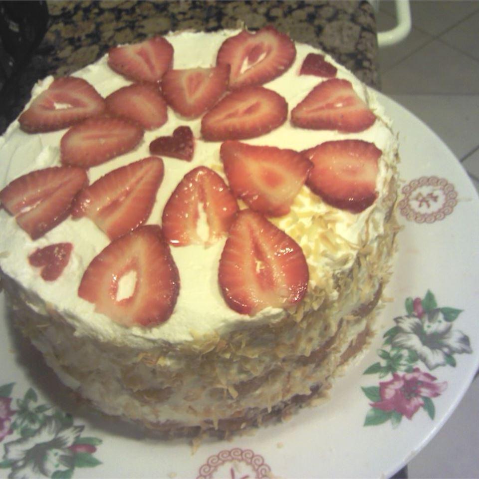 6-Ingredient Strawberry Cake