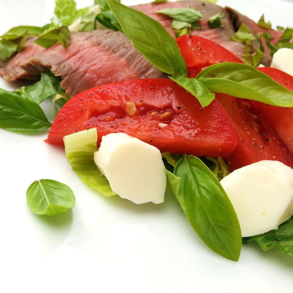 Caprese Salad with Grilled Flank Steak cookinmama