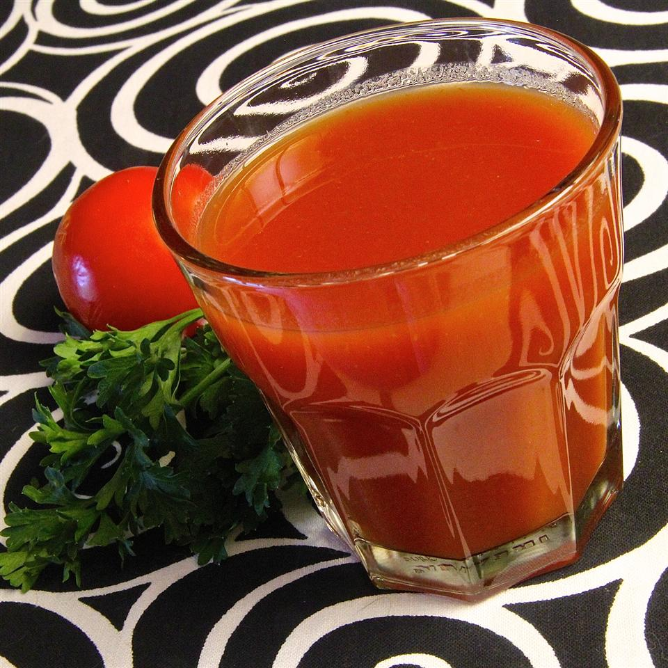 Homemade Tomato Juice Cocktail lutzflcat
