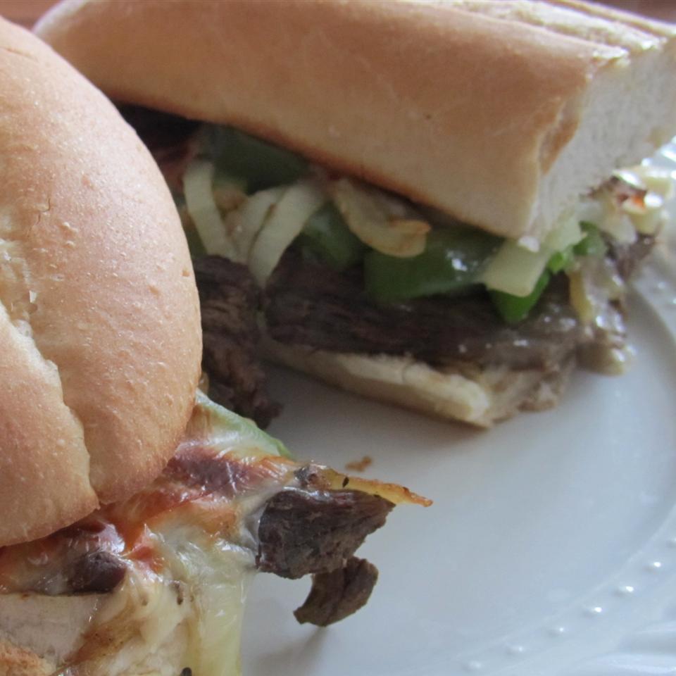 Slow Cooker Philly Steak Sandwich Meat duboo