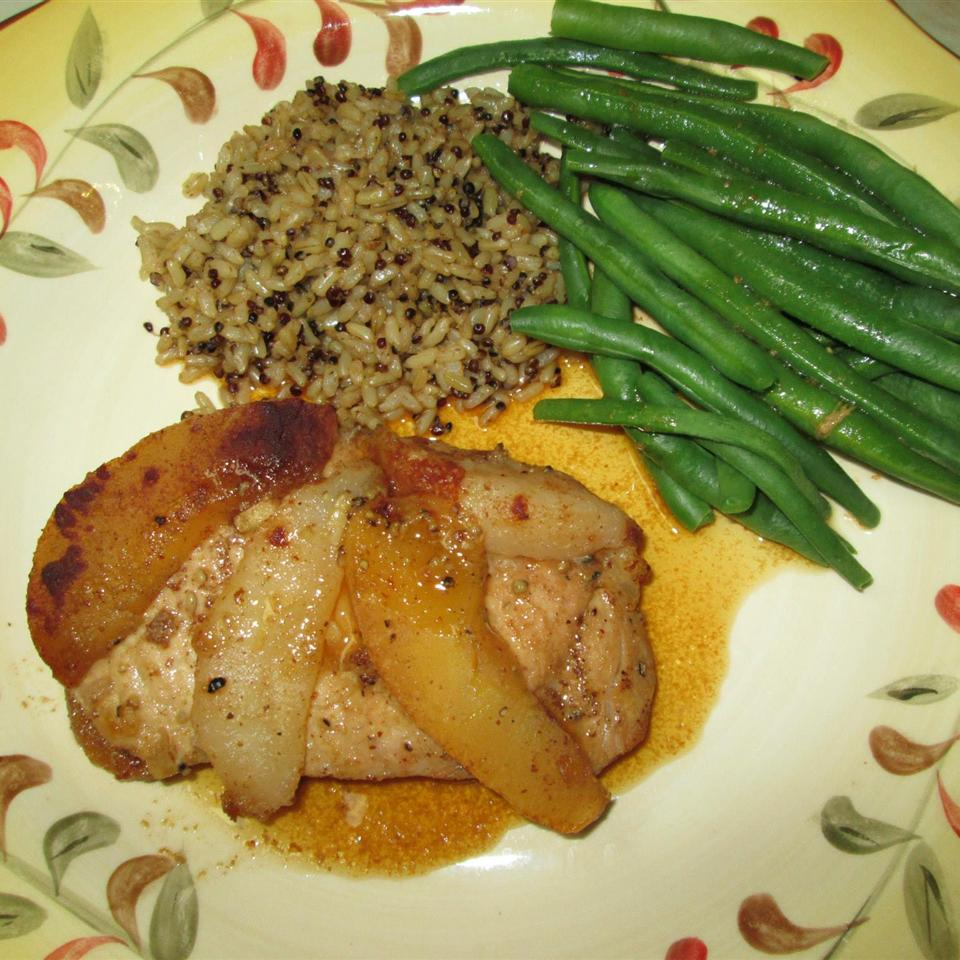Momma Pritchett's Grilled Pork Chops and Apple-Pear Topping tesicat