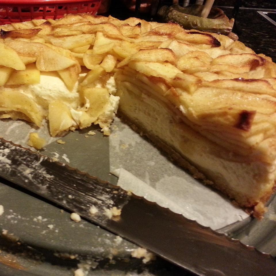Apple Bavarian Torte lizz
