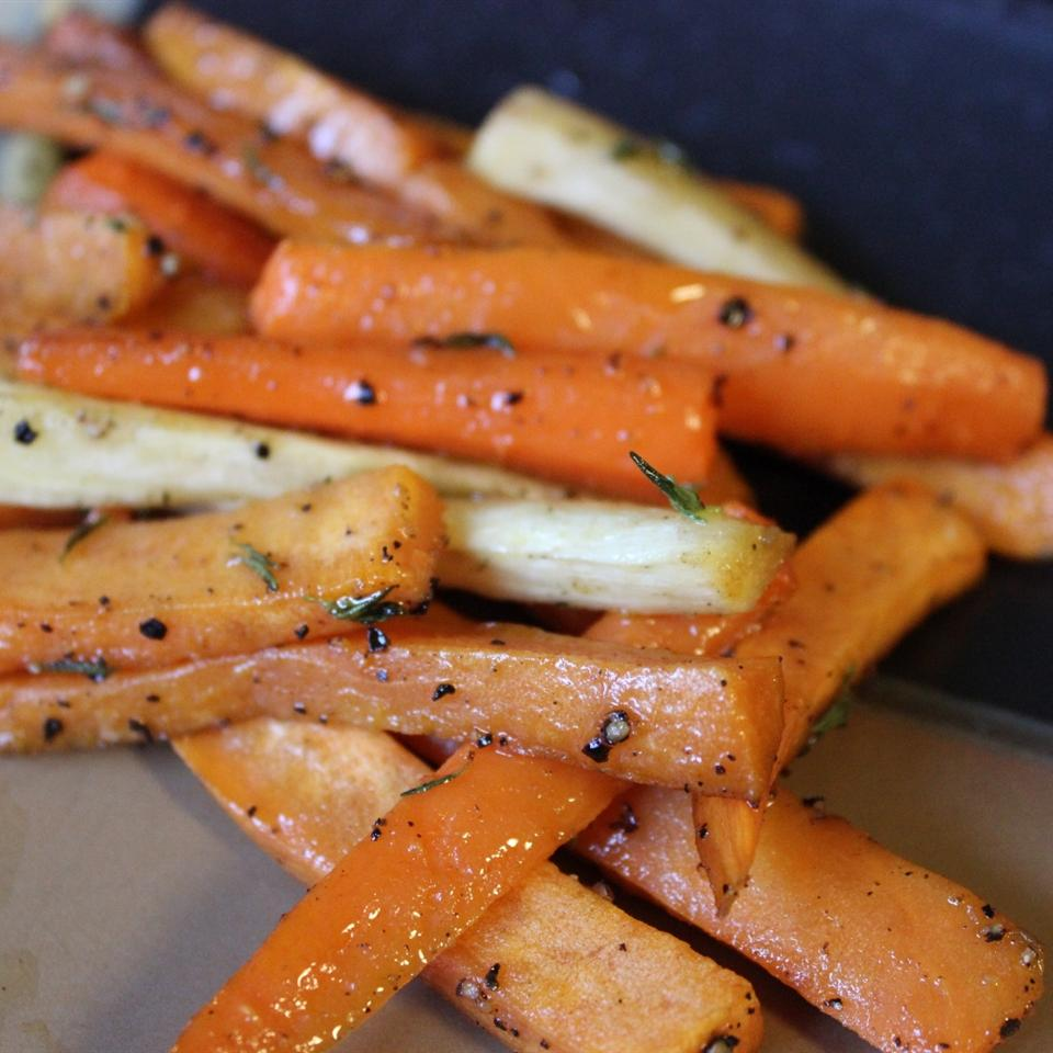 Roasted Sweet Potatoes and Vegetables With Thyme and Maple Syrup mommyluvs2cook