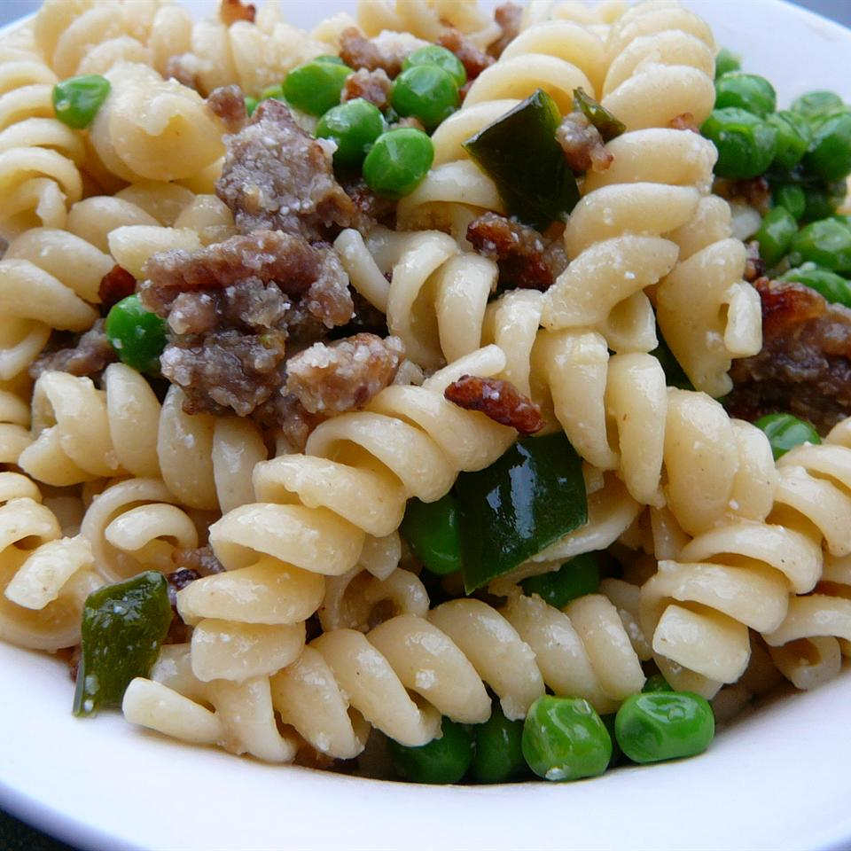 Bow-Tie Pasta with Sausage, Peas, and Mushrooms Molly