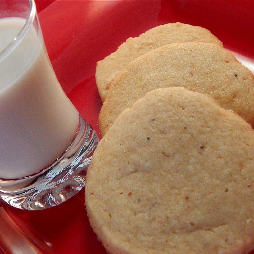 Nutmeg Refrigerator Cookies quentin