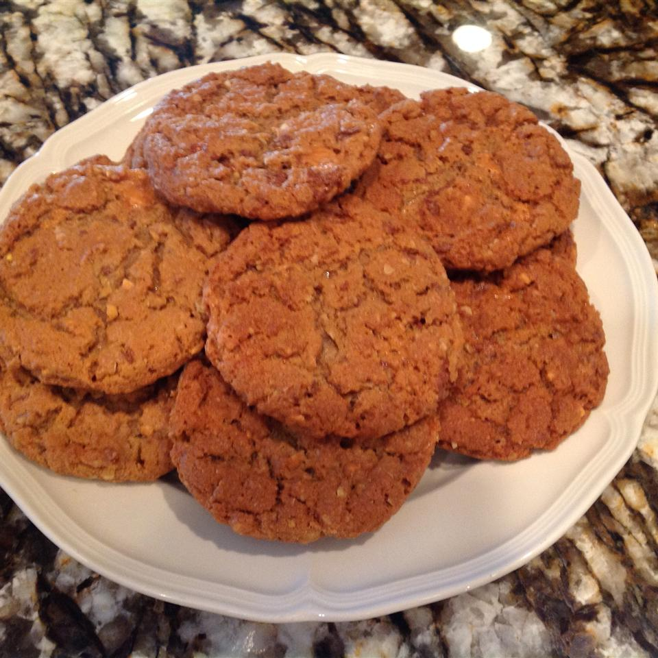 Kathy's Peanut Butterfinger® Oatmeal Cookies