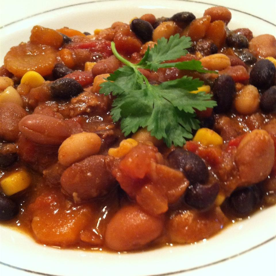 Bold Vegan Chili Thyme with Trixie