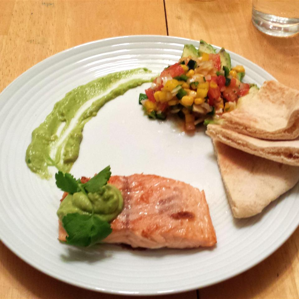 Grilled Salmon with Avocado Dip BDBCook