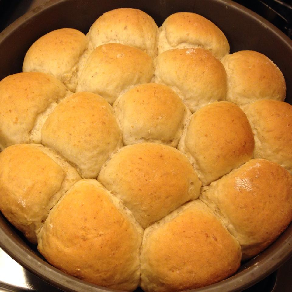 Oatmeal Dinner Rolls luv2cook