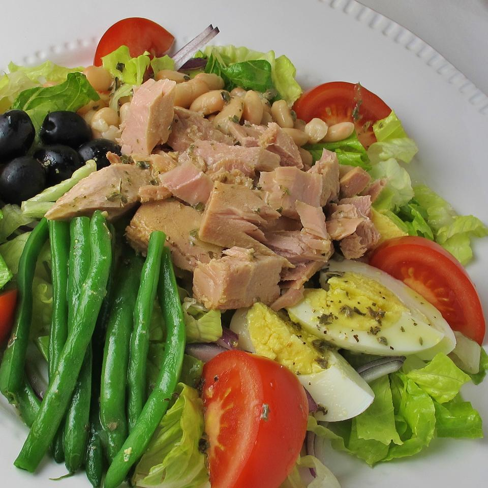 Nicoise-Style Tuna Salad With White Beans & Olives