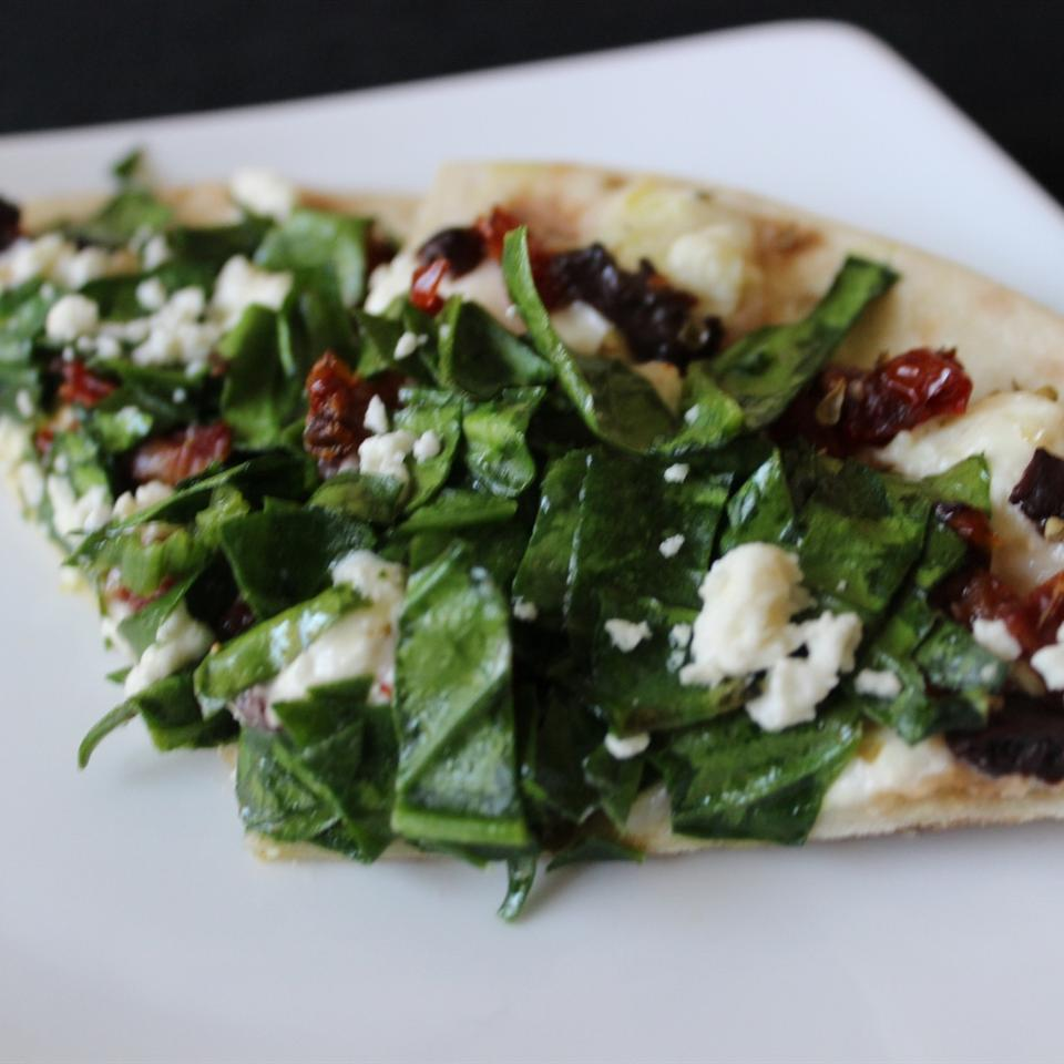 Greek Pizza with Spinach, Feta and Olives mommyluvs2cook