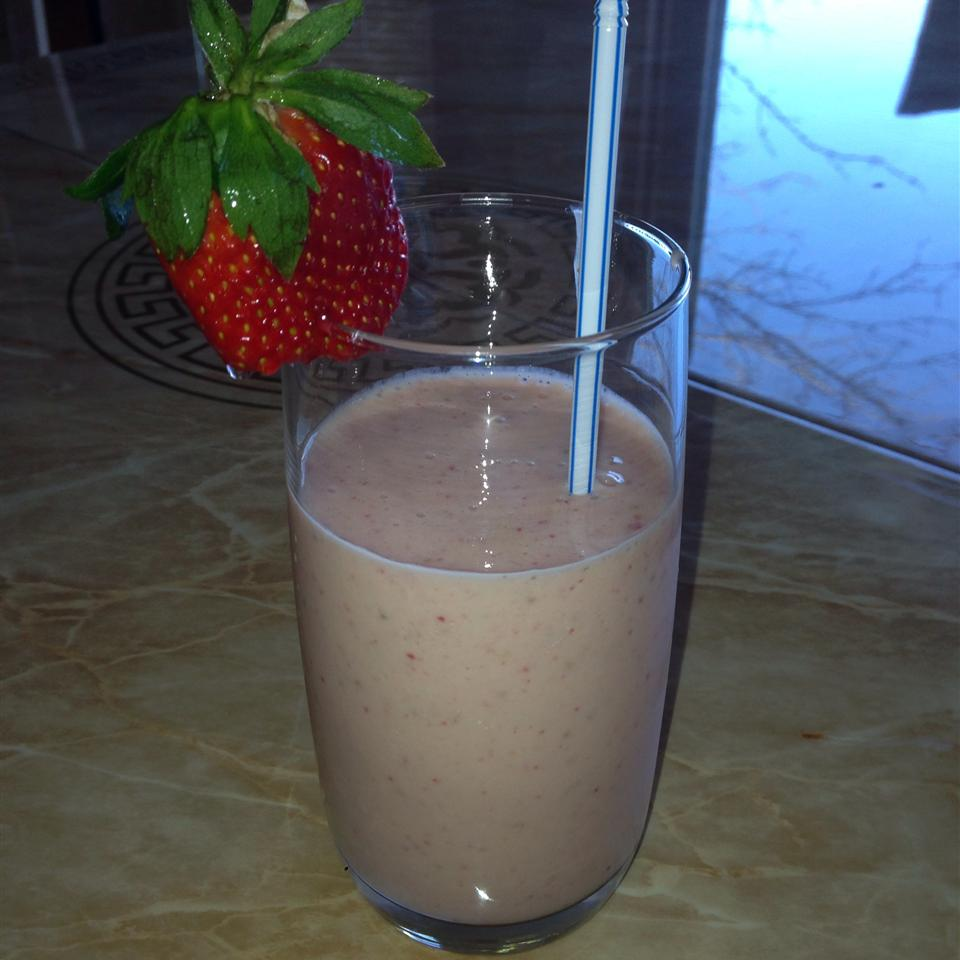 B and L's Strawberry Smoothie Yvonne