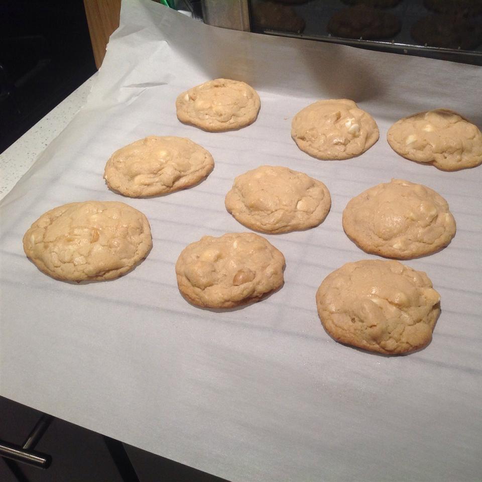 White Chocolate Macadamia Nut Cookies III Kalistis