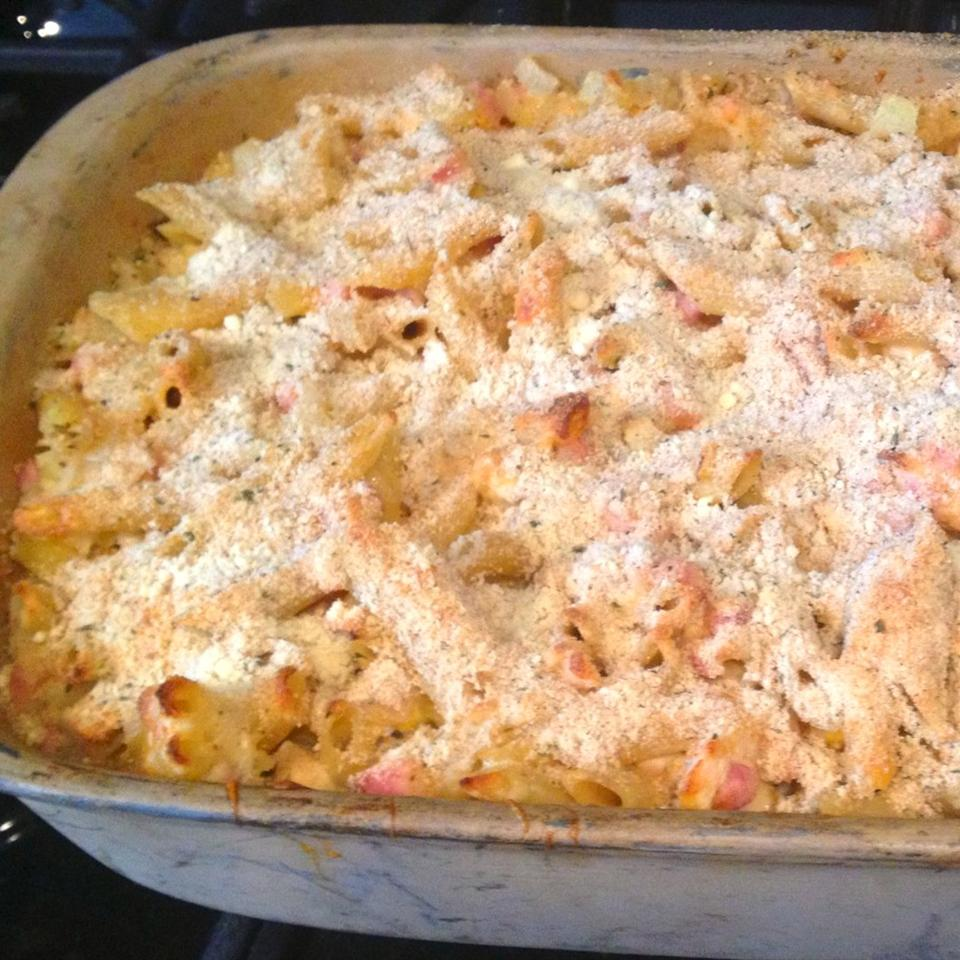 Macaroni with Ham and Cheese Deluxe