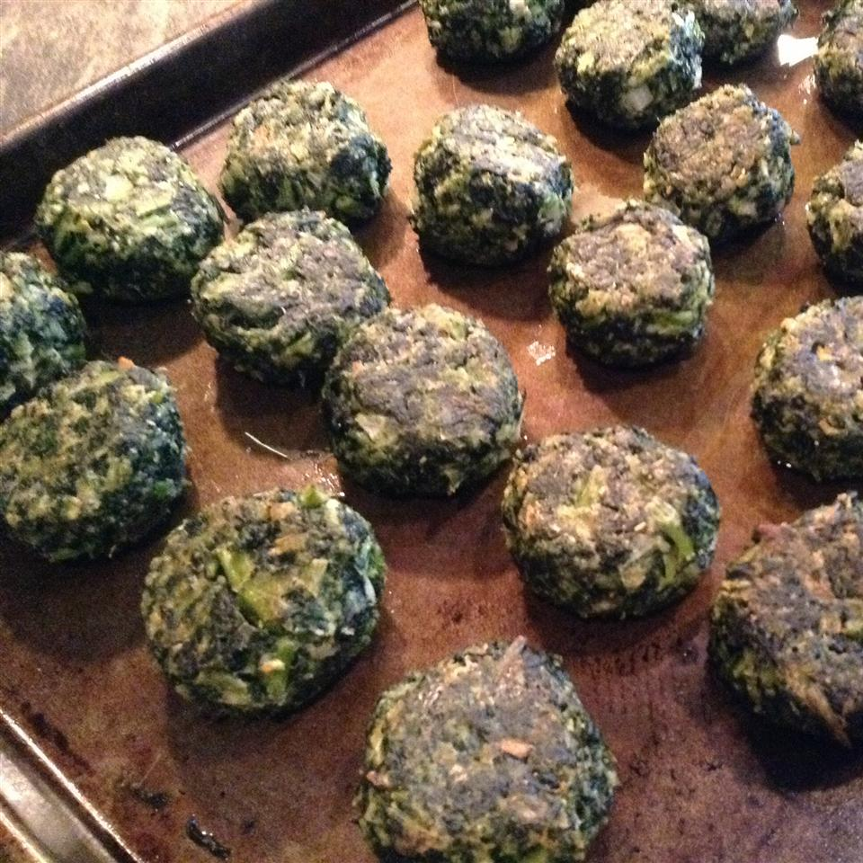 Delicious Herbed Spinach and Kale Balls algc09