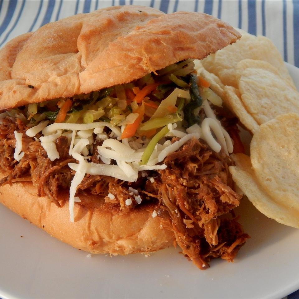 Beer and Bourbon Pulled Pork Sandwiches LUSCIOUSLEMONADE
