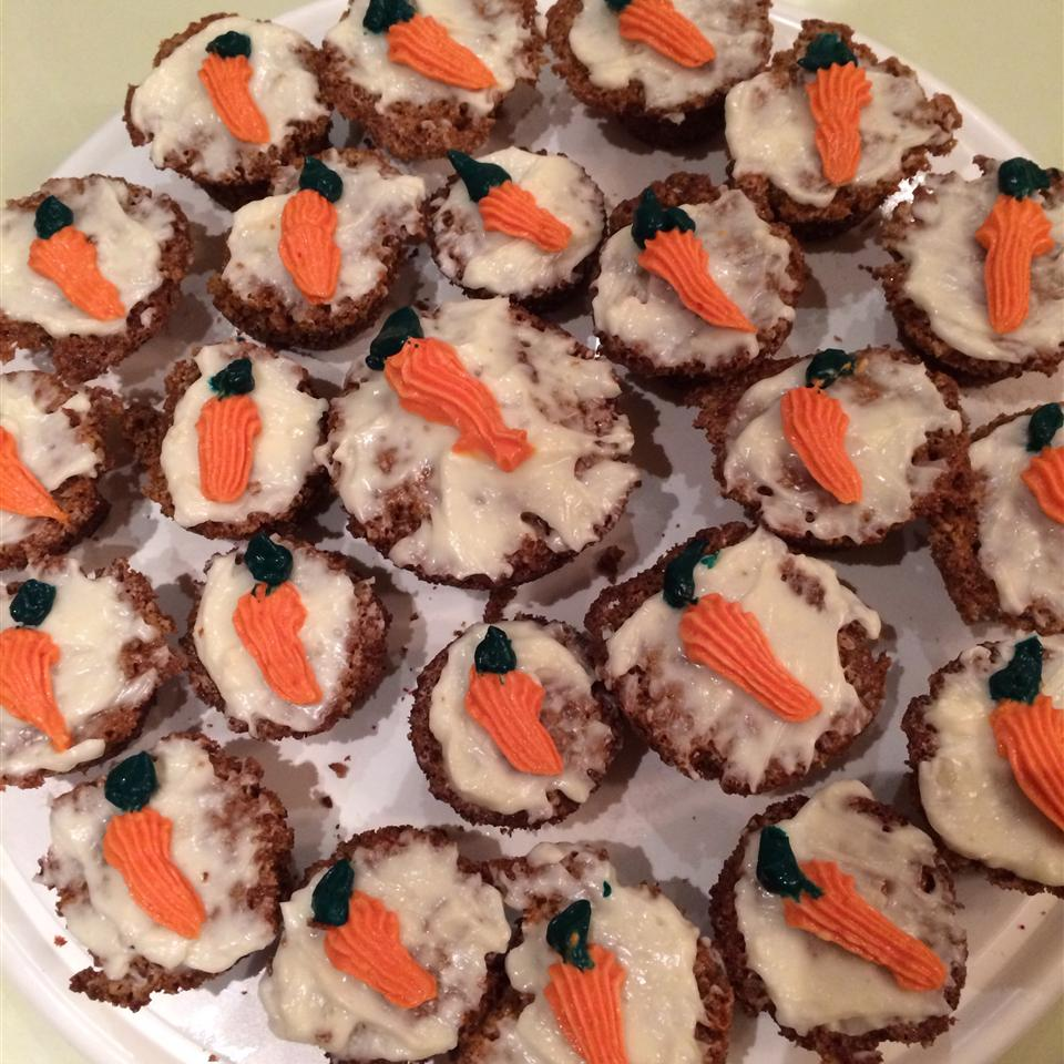 Carrot Cake Cupcakes with Cream Cheese Icing lina