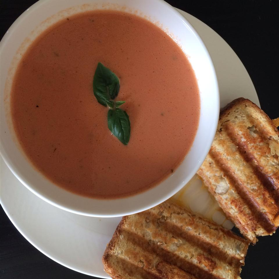 Rich and Creamy Tomato Basil Soup Ashley6082
