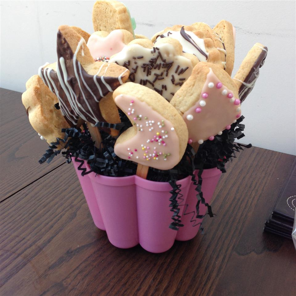 Cut-Out Cookies in a Flower Pot Naz