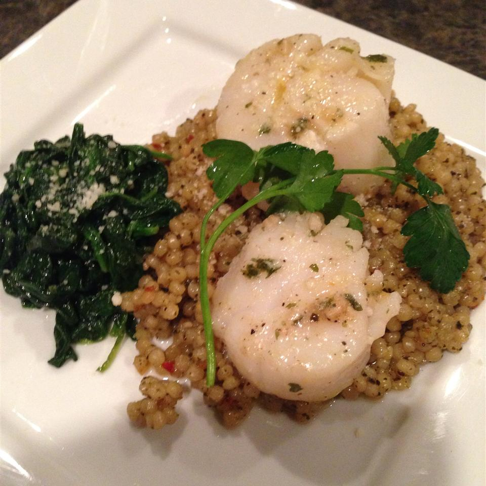 Scallops with Israeli Couscous Cakins