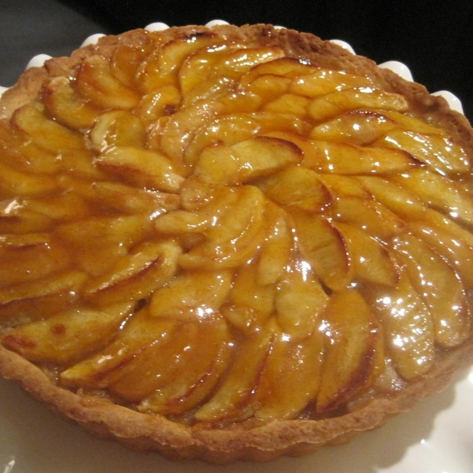 French Apple Tart (Tarte de Pommes a la Normande) LYNNINMA
