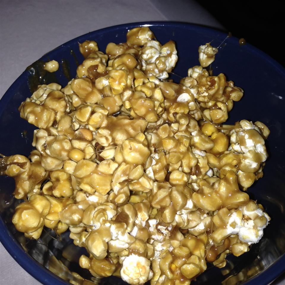 Caramel Popcorn with Marshmallow Tonya Meyer