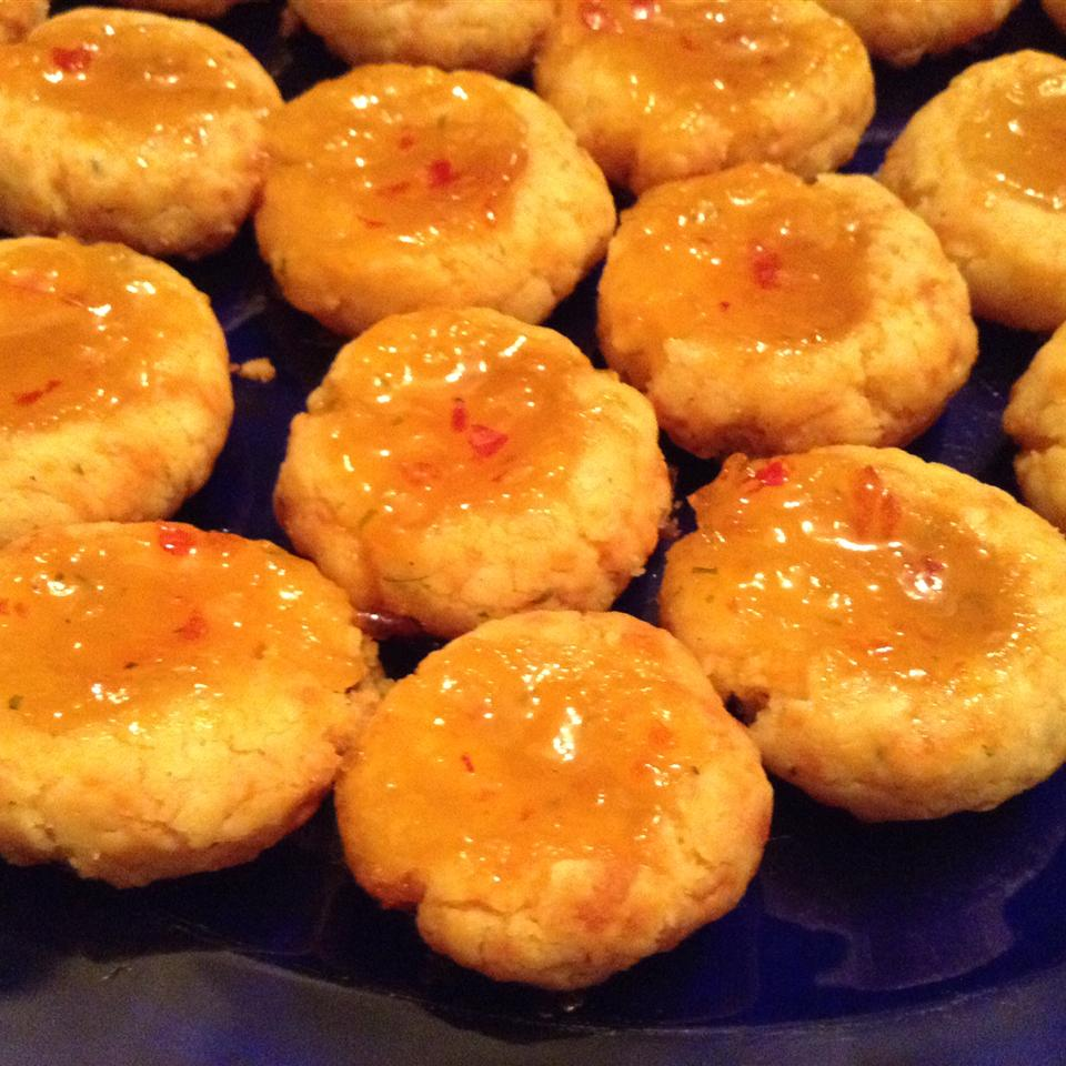 Cheesy Thumbprint Appetizers with Hot Pepper Jelly Questoria