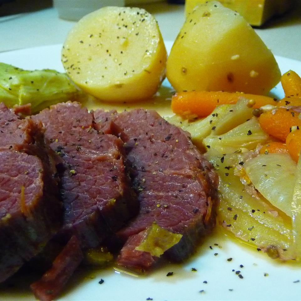 Easy Corned Beef and Cabbage Trisheee
