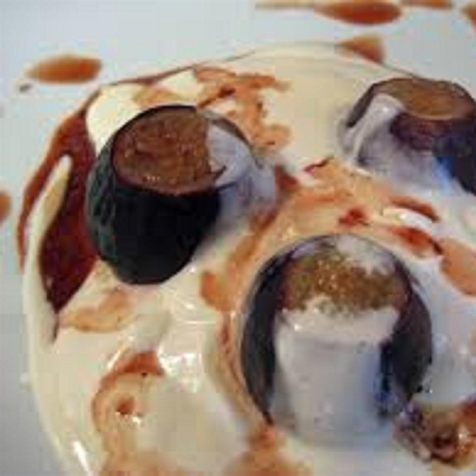 Vanilla Port Poached Figs with Honey Cream