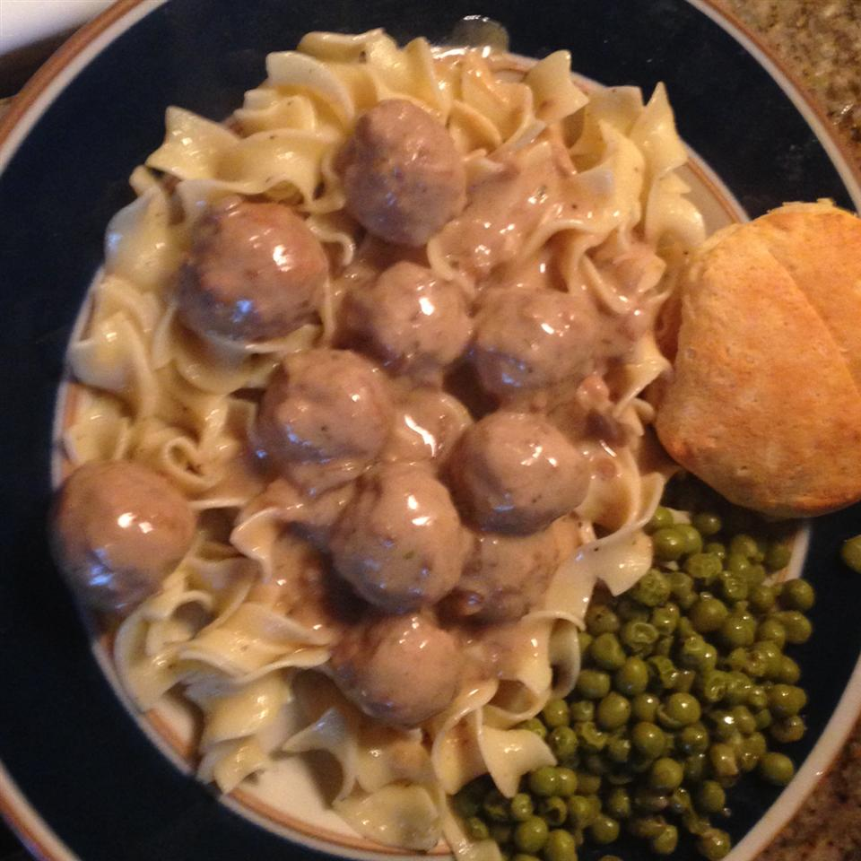 Anna's Amazing Easy Pleasy Meatballs over Buttered Noodles yoshi1
