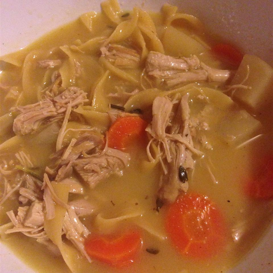 Don't be surprised if sipping chicken soup makes you feel better when you're ill. Once thought to be a myth, there's actually some truth to the idea that mama's chicken soup has healing properties, since the common cold is an inflammatory response, and the soup's ingredients battle inflammation. The ingredients in this soup, including ginger and garlic, have anti-inflammatory properties, which help ease cold symptoms. Plus, the chicken provides protein, and the noodles provide comfort, so every slurp helps you feel better.