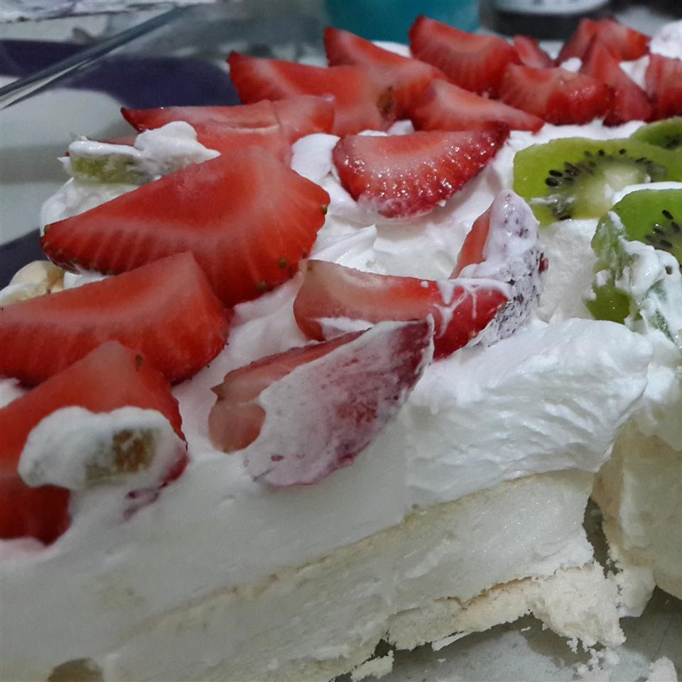 Chef John's Pavlova with Strawberries asalik