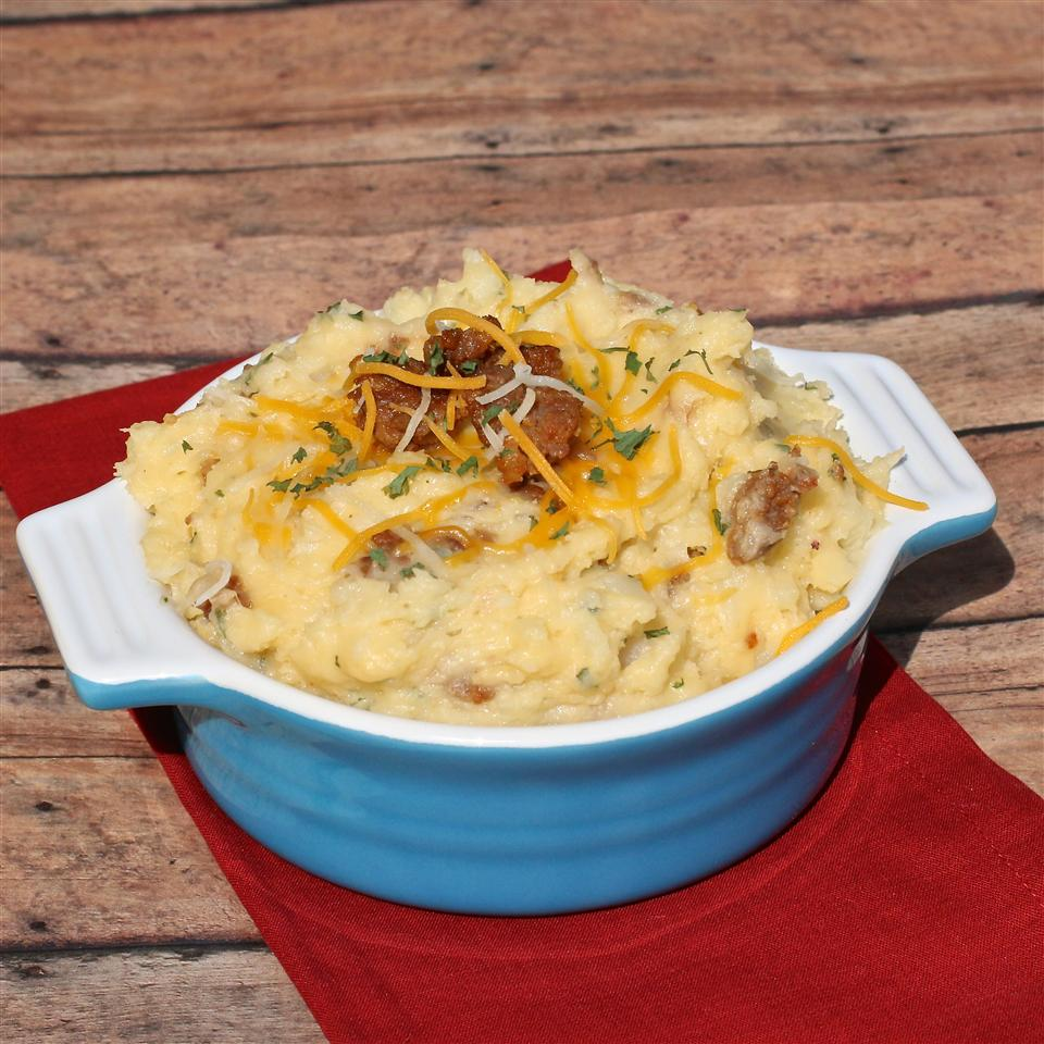 Cheesy Mashed Potatoes with Cubed Ham