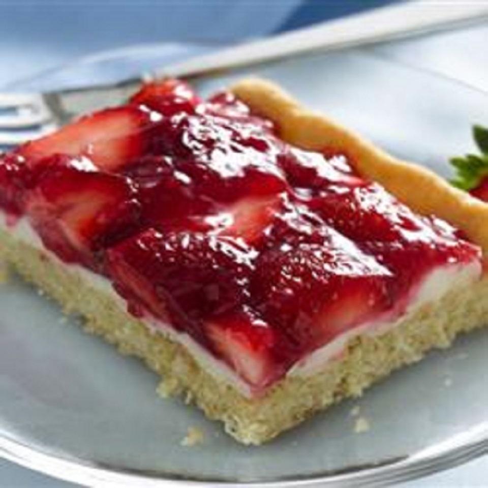 Creamy Strawberry Dessert Squares MilcaC
