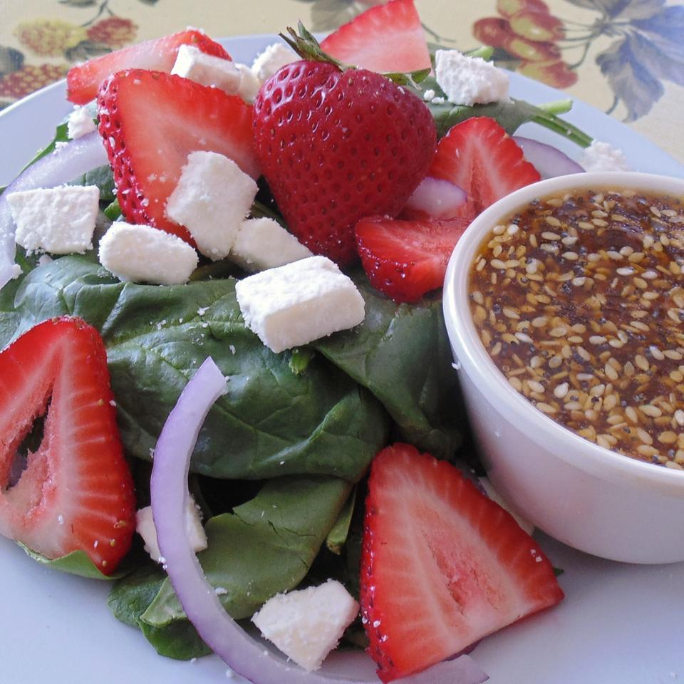 Spinach and Strawberry Salad with Feta Cheese Leslie