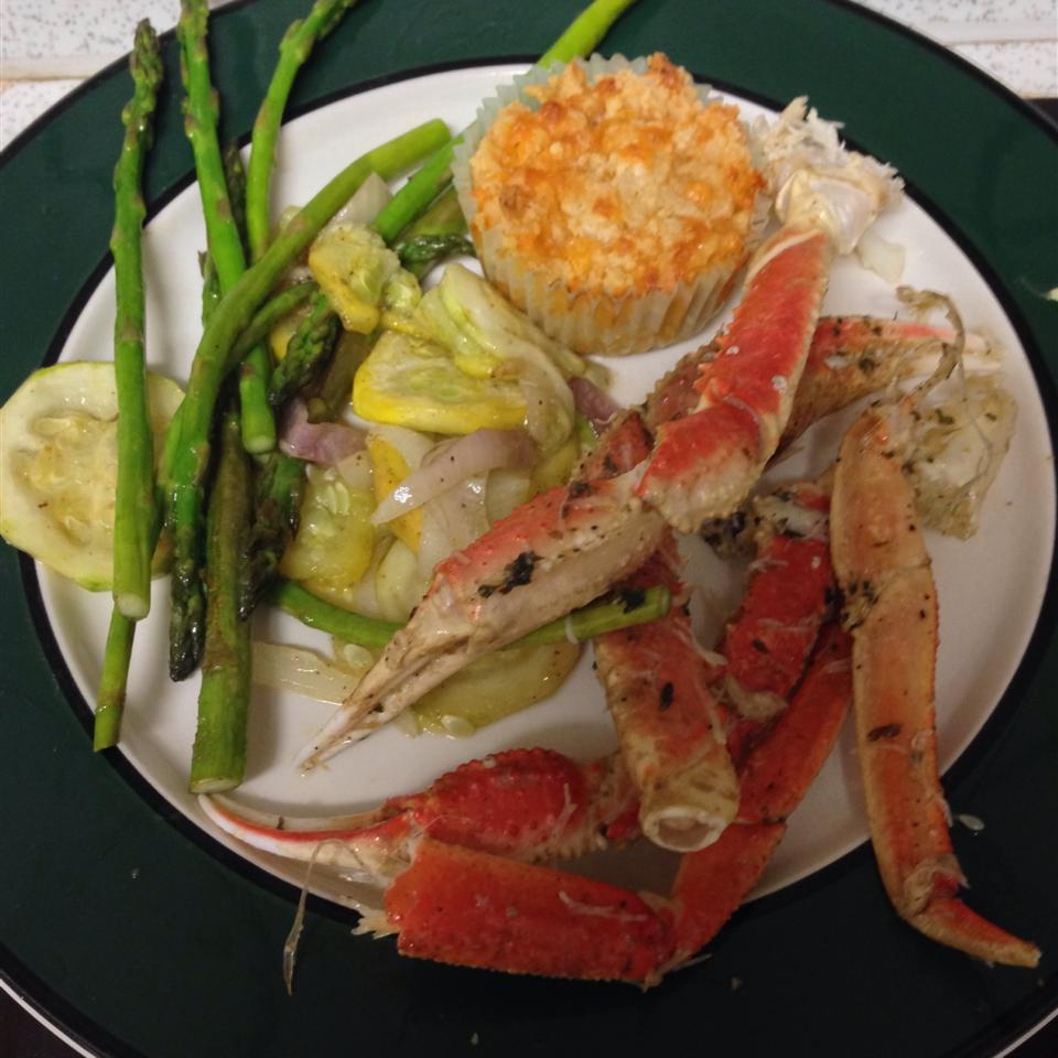 Crab Legs with Garlic Butter Sauce