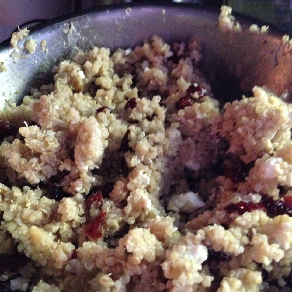 Quinoa with Feta, Walnuts, and Dried Cranberries Egehrke