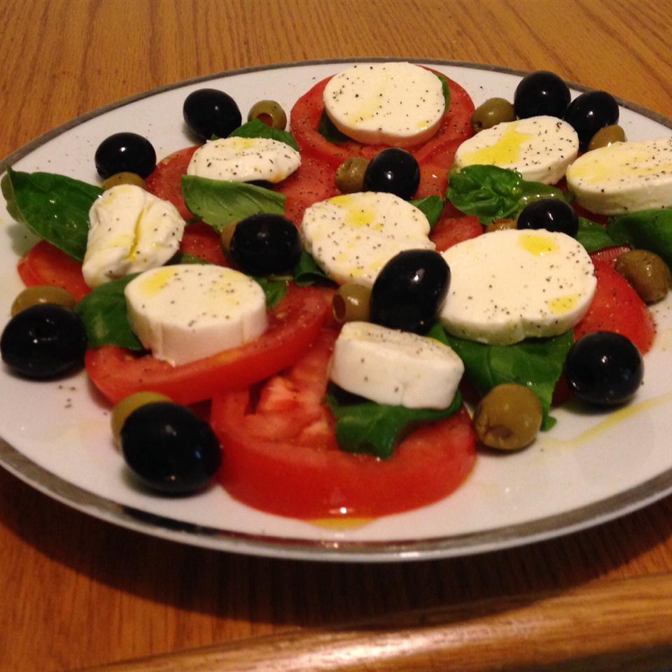 Simple Caprese Salad chrisevans15
