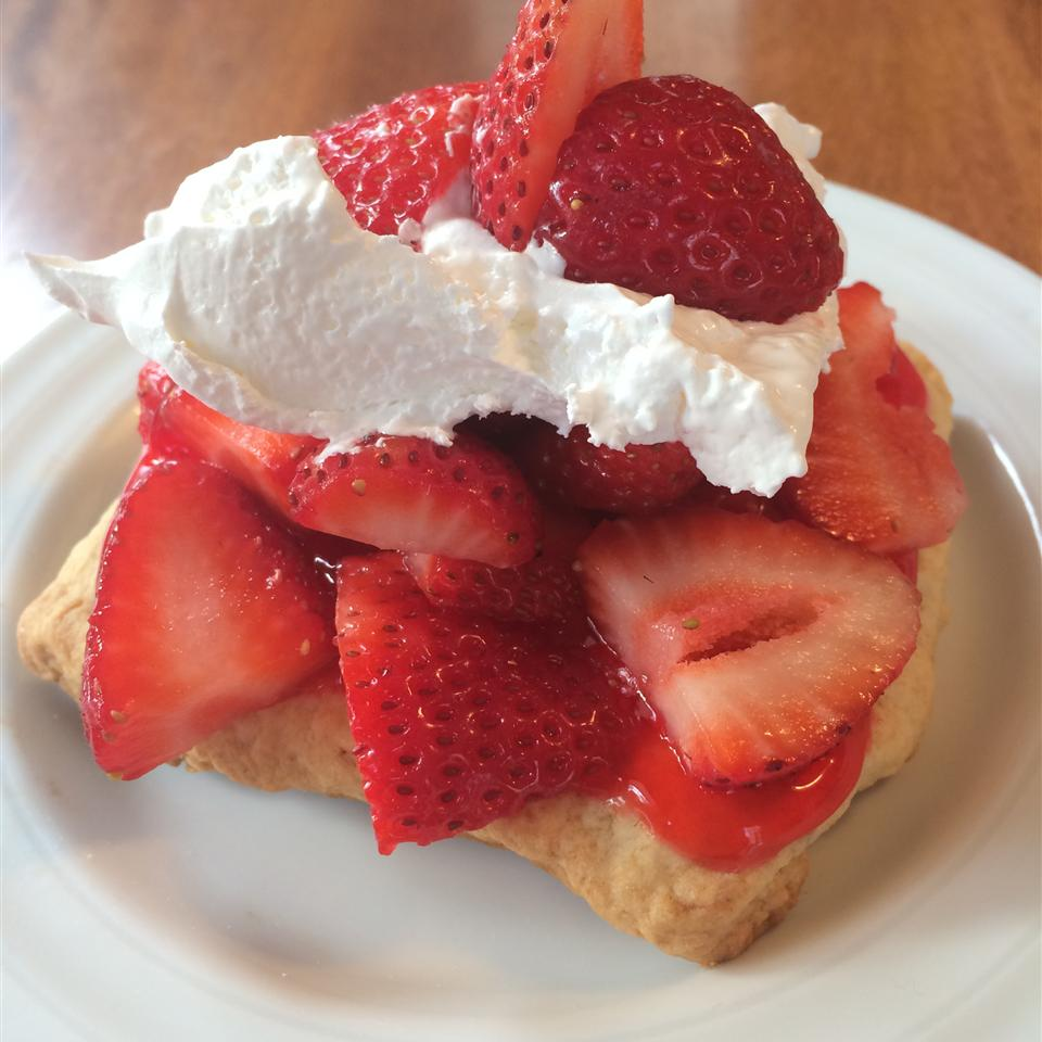 Scrumptious Strawberry Shortcake jullum