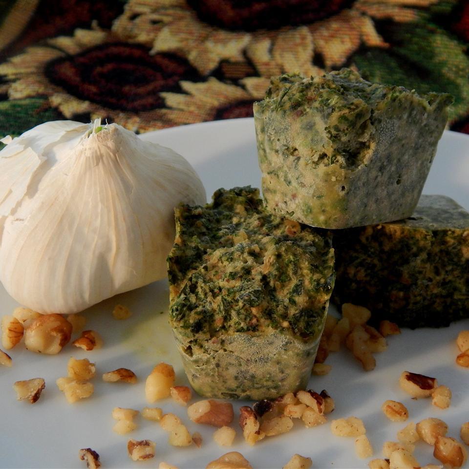 Roasted Garlic Walnut Pesto for Freezing