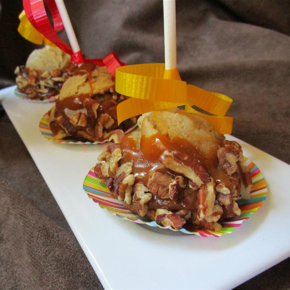 Caramel Cookie Pops