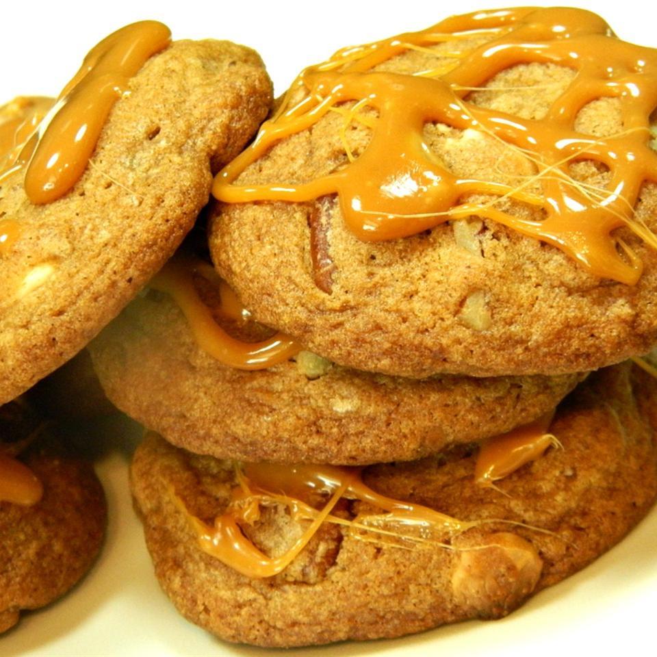 Caramel Pecan Cinnamon Roll Cookies