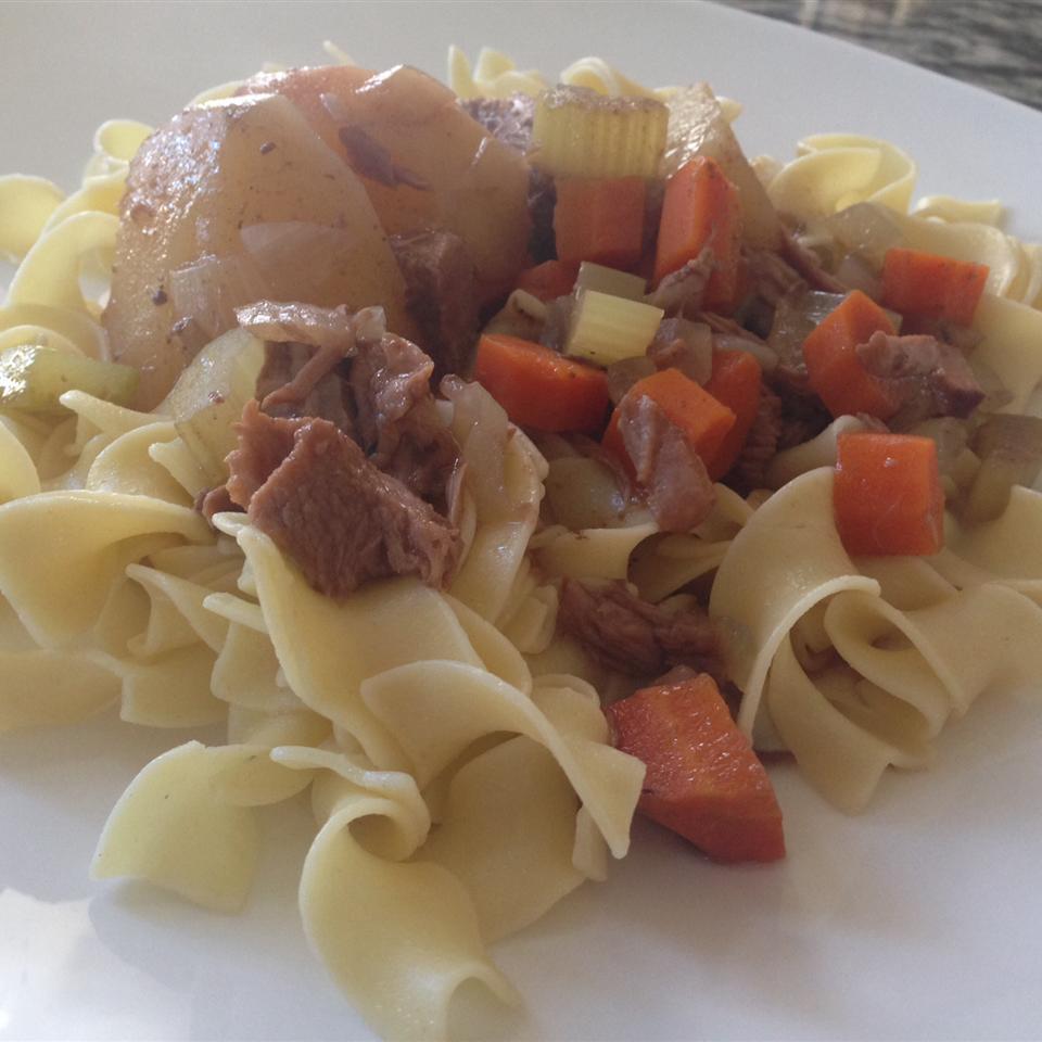 Slow Cooker Beef Stew I ZabbyRahimi