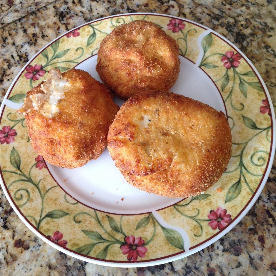 Papas Rellenas (Fried Stuffed Potatoes)