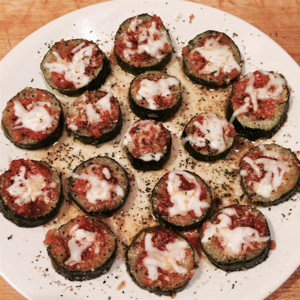 Grilled Zucchini Pizza hellorinny