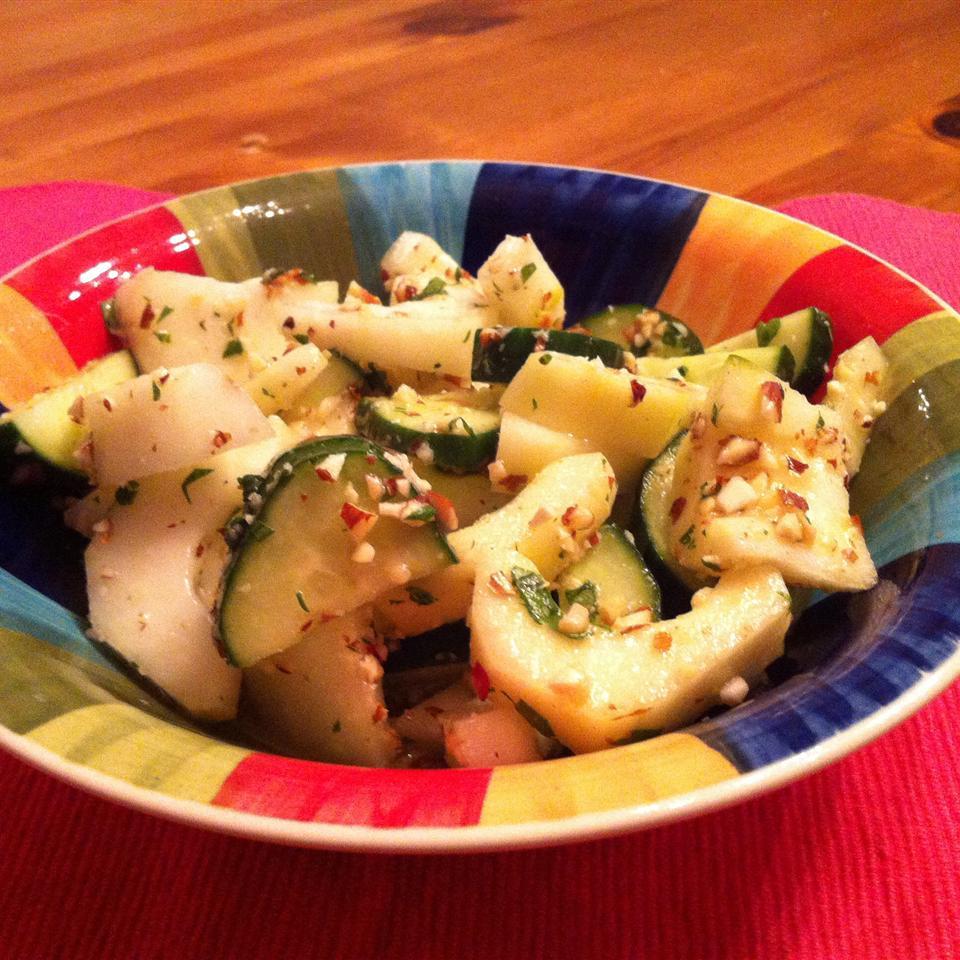 Asian Cucumber and Peanut Salad Melenducas