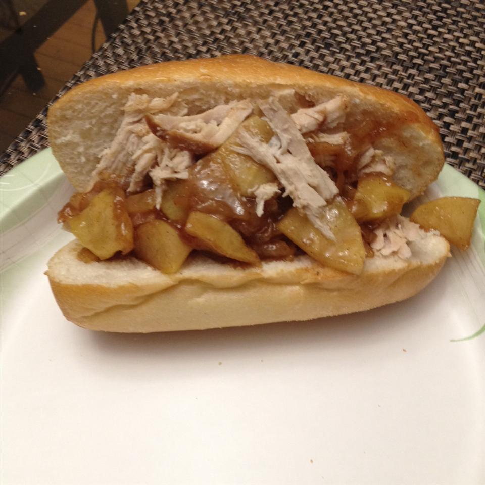Apple Cider Pulled Pork with Caramelized Onion and Apples Elaine Davidiet