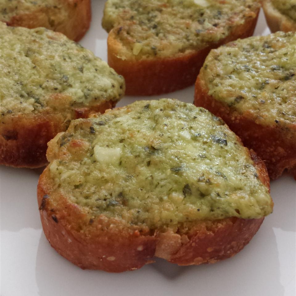 Basil Pesto Bread Rounds