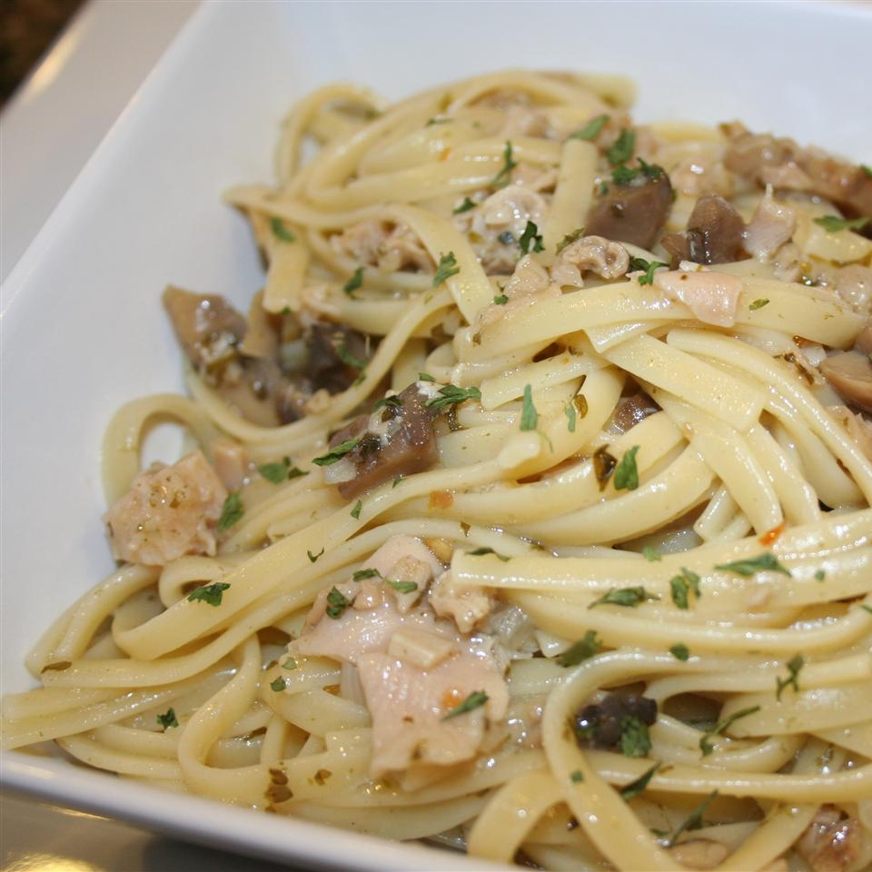 Linguine with Garlicky White Clam Sauce Ms. Chef Esh