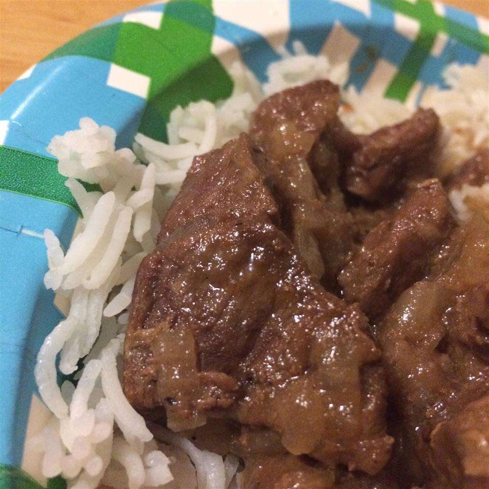 Egyptian Lahma Bil Basal (Beef in Rich Onion Sauce) Mrs Red